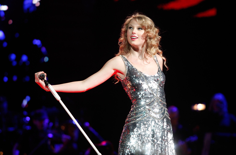 美女唱歌美女唱歌的图片唱歌美女ktv唱歌美女