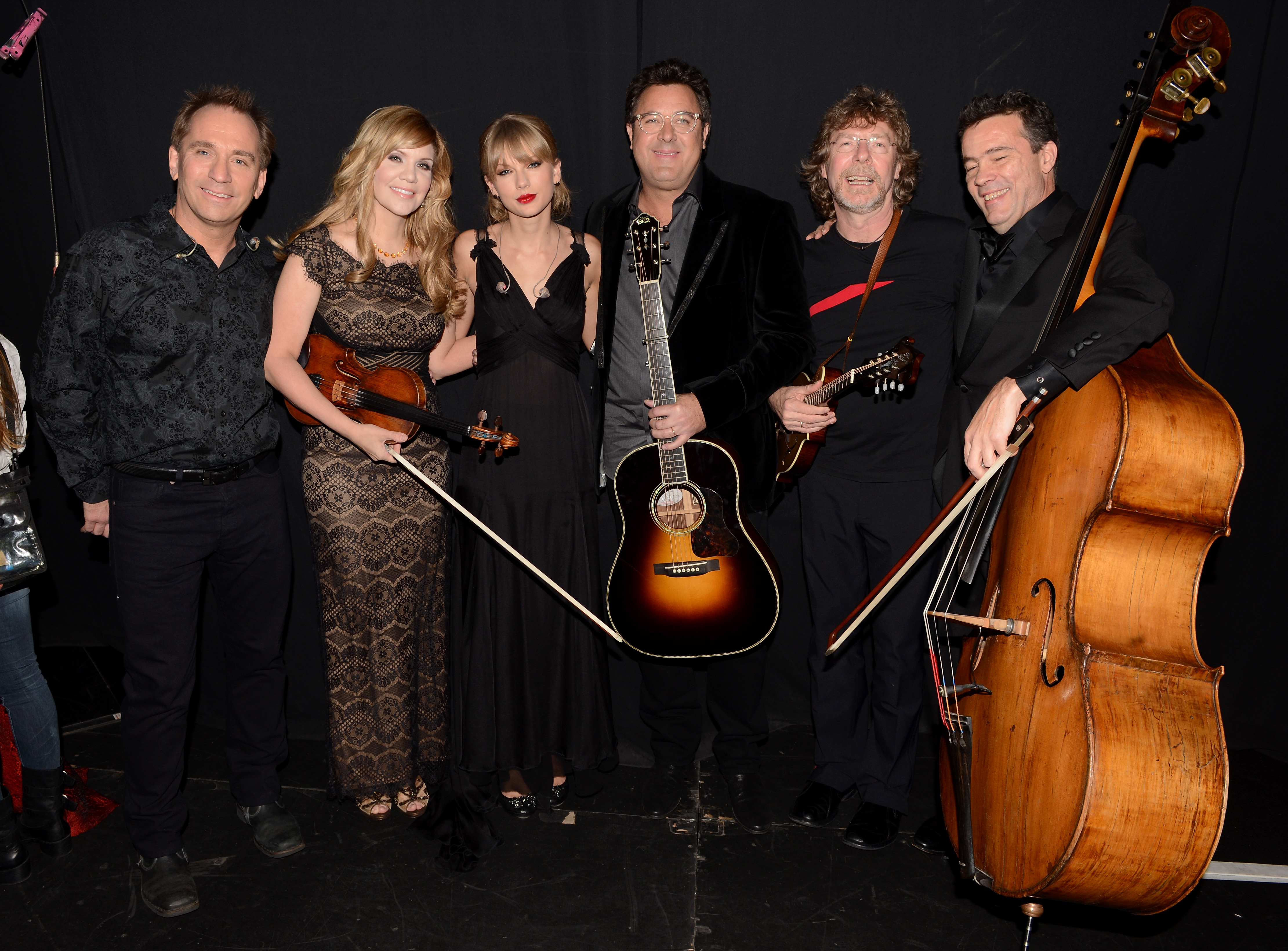 http://www.taylorpictures.net/albums/app/2013/cmaawards/020.jpg