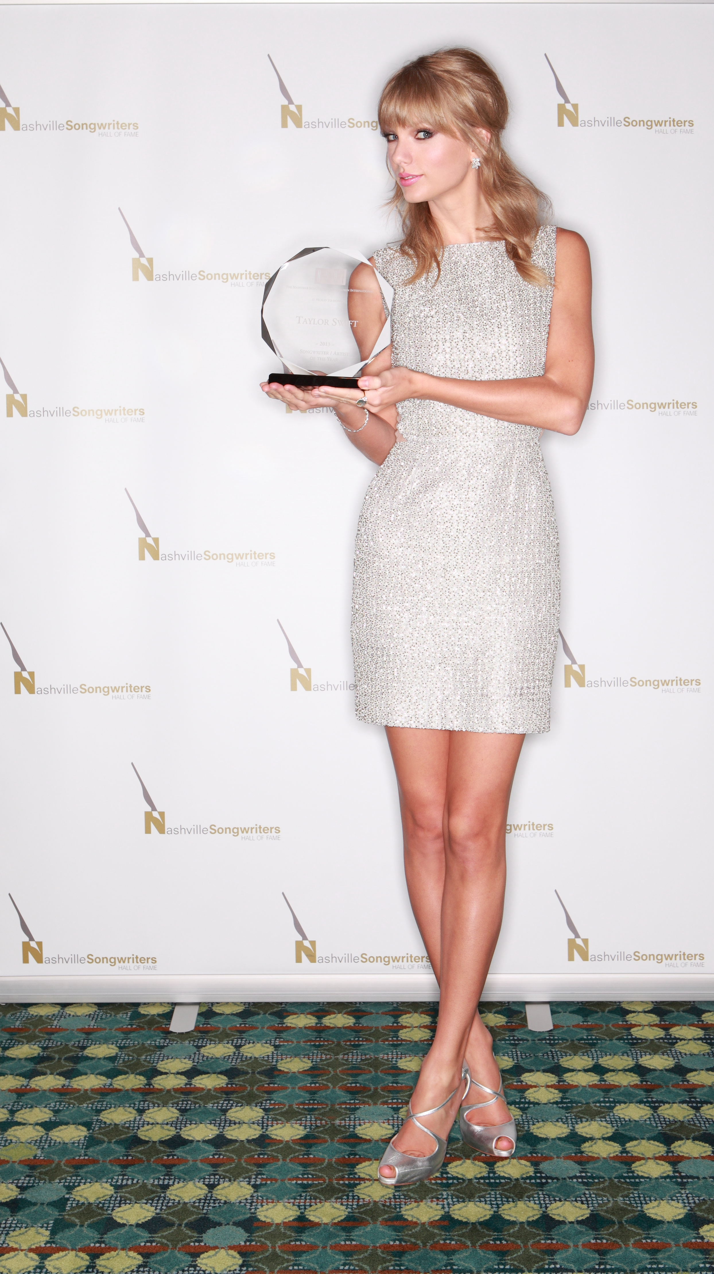 http://www.taylorpictures.net/albums/app/2013/nashvillesongwritershalloffameinductionceremony/001.jpg