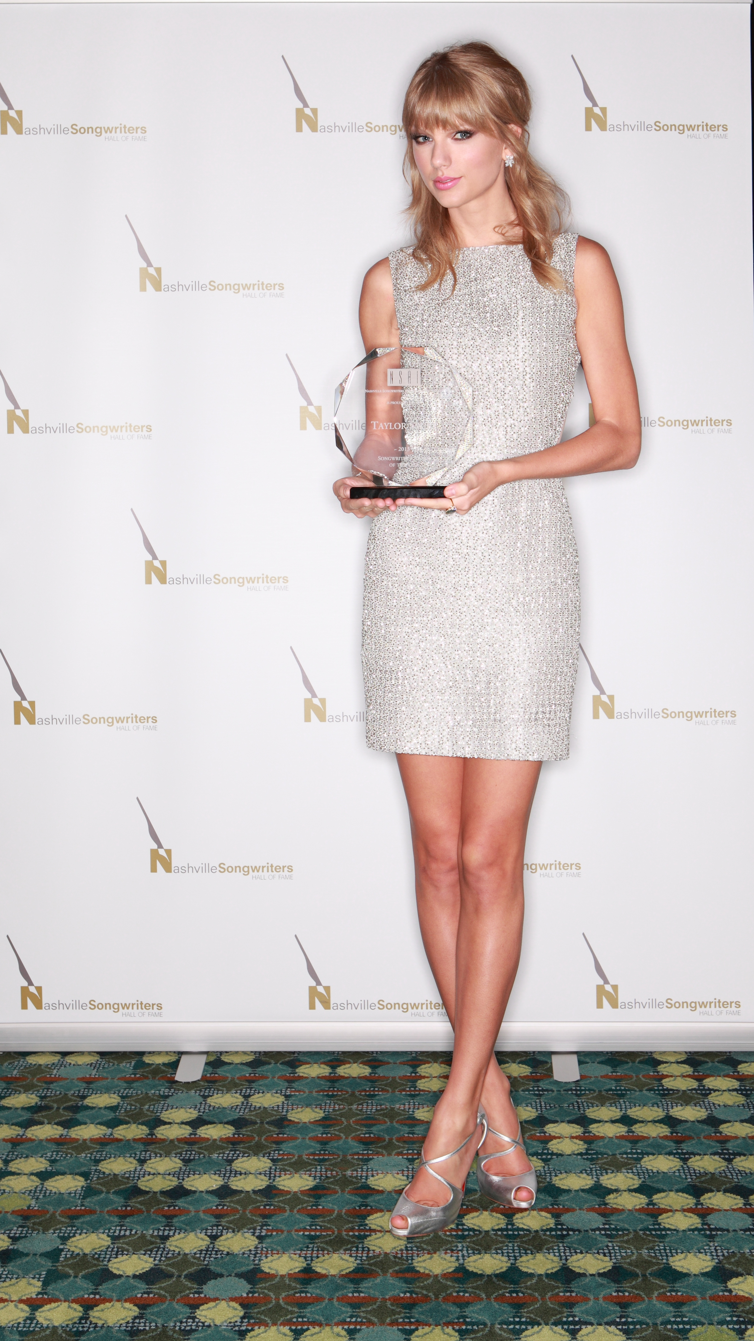 http://www.taylorpictures.net/albums/app/2013/nashvillesongwritershalloffameinductionceremony/004.jpg