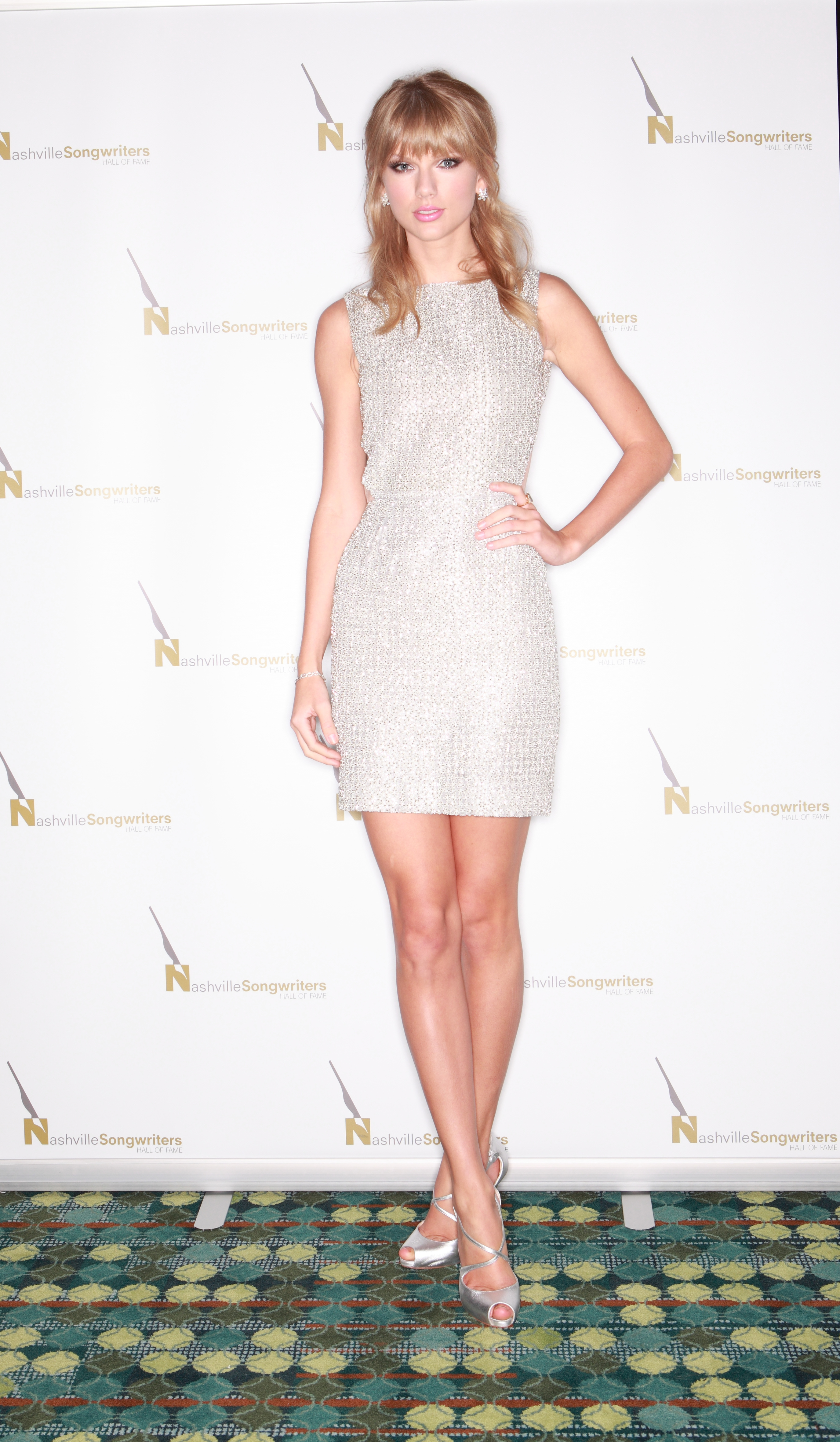 http://www.taylorpictures.net/albums/app/2013/nashvillesongwritershalloffameinductionceremony/006.jpg
