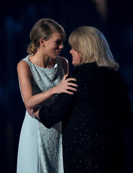 Taylor Swift accepts Milestone Award from Andrea Swift at ACM Awards 2015