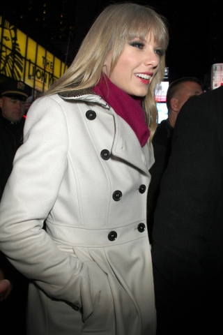 http://www.taylorpictures.net/albums/candids/2012/12-31intimessquare/001.jpg