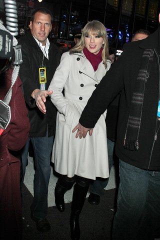 http://www.taylorpictures.net/albums/candids/2012/12-31intimessquare/002.jpg