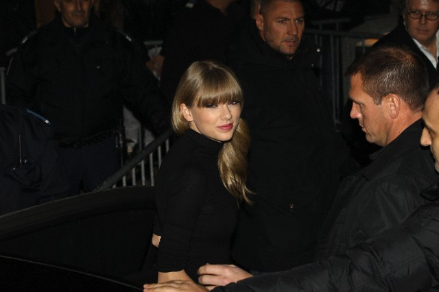 http://www.taylorpictures.net/albums/candids/2013/1-25arrivingtoaboatparty/002.jpg