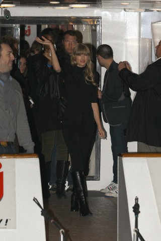 http://www.taylorpictures.net/albums/candids/2013/1-25arrivingtoaboatparty/004.jpg