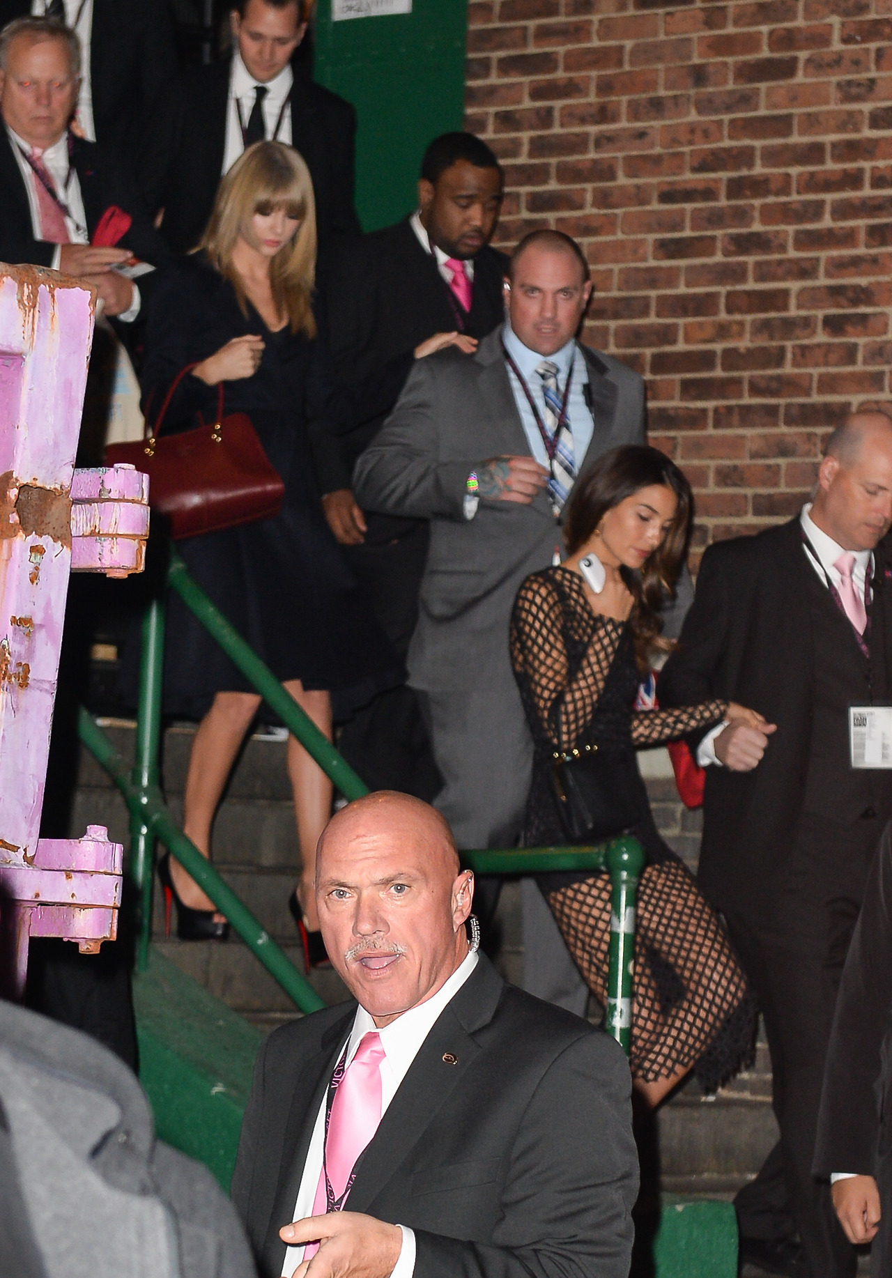 http://www.taylorpictures.net/albums/candids/2013/11-13leavingthevictoriassecretfashionshow/001.jpg