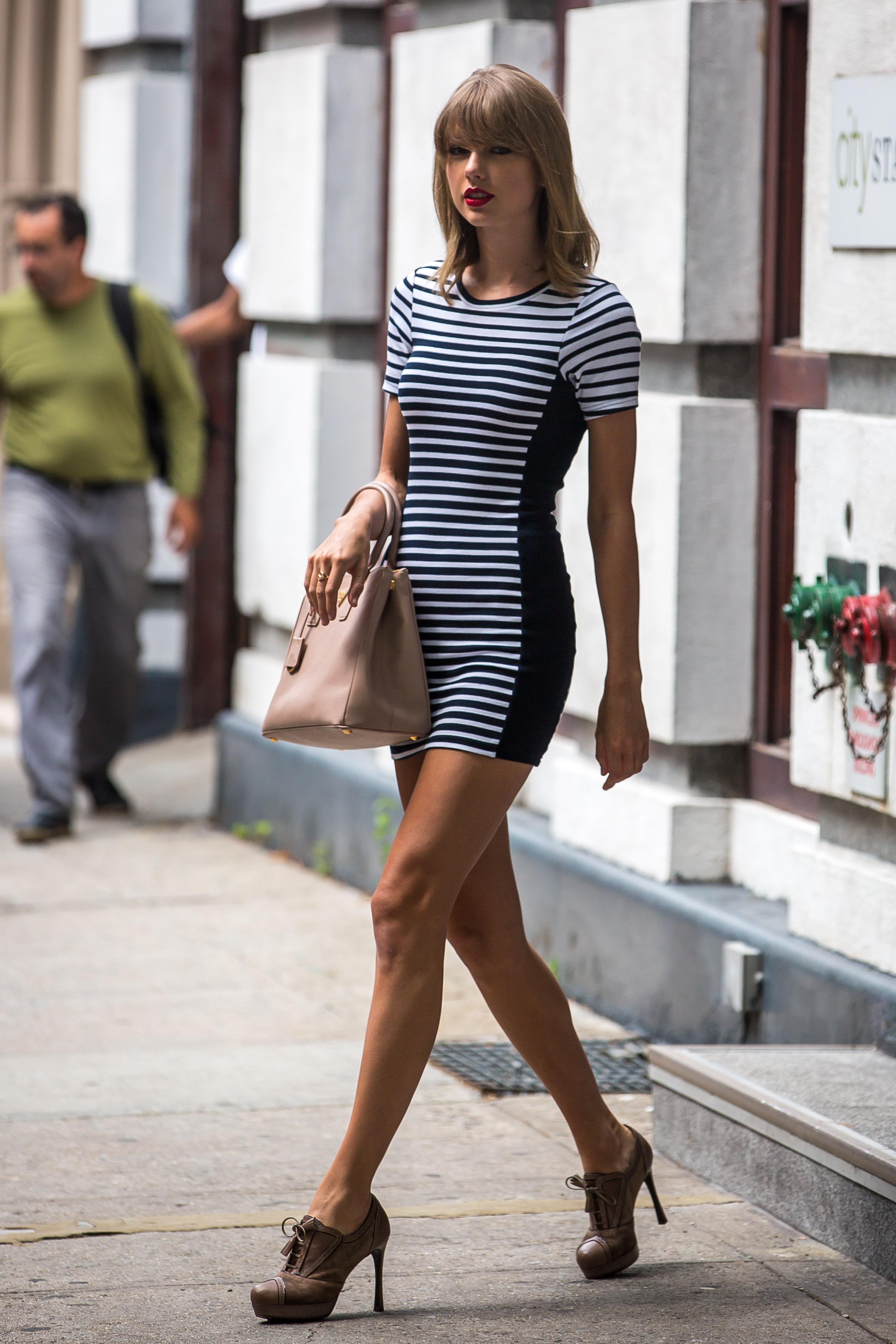 Фото девушек с длинными ножками 17 фотография