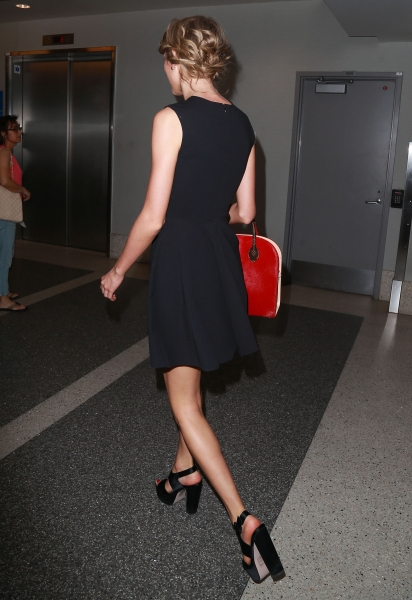 Taylor Swift Arrives in Japan for The 1989 World Tour