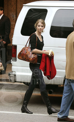 A Moxie Fashionista Great Outfits Taylor Swift