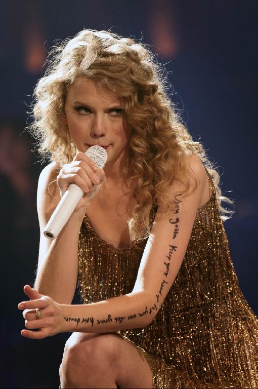 Taylur Schwift All Of Taylor S Arm Lyrics During Speak Now Tour