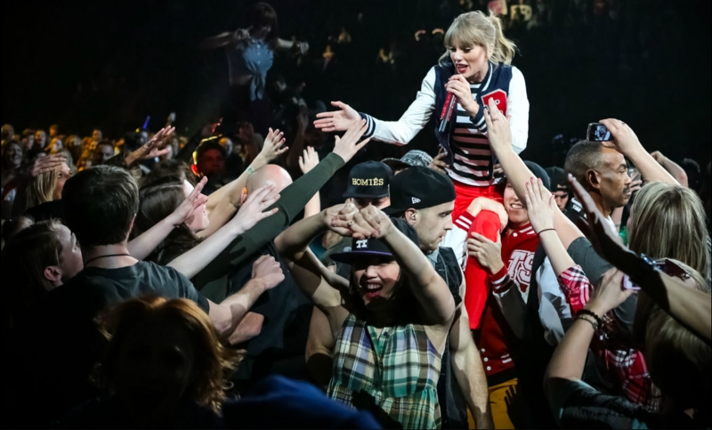 http://www.taylorpictures.net/albums/concerts/2013/redtour/promotionals/003.jpg