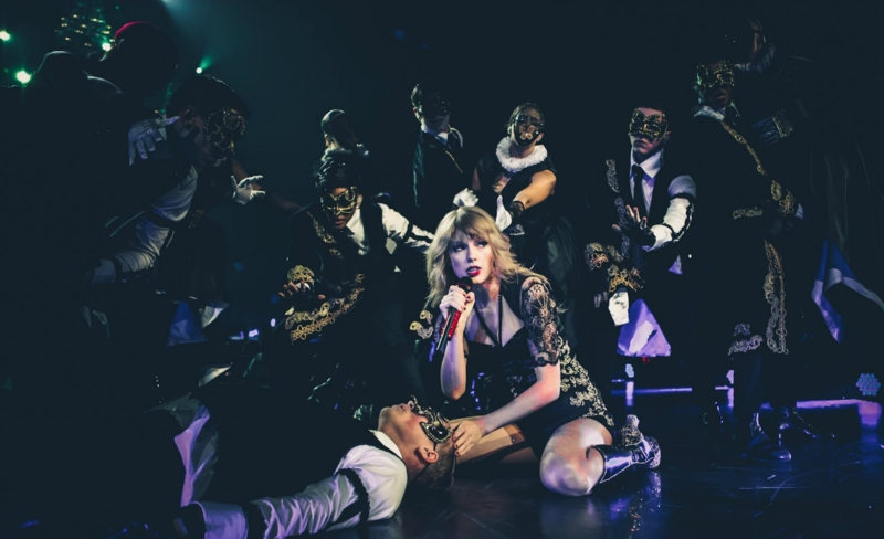 http://www.taylorpictures.net/albums/concerts/2013/redtour/promotionals/004.jpg