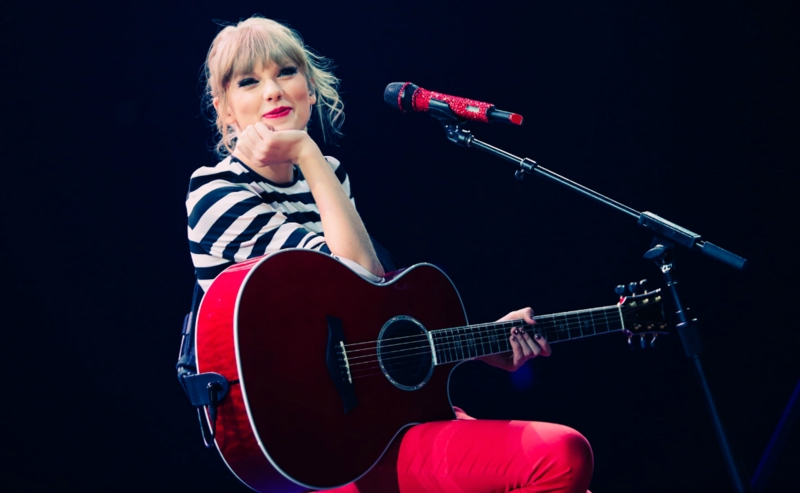 http://www.taylorpictures.net/albums/concerts/2013/redtour/promotionals/006.jpg