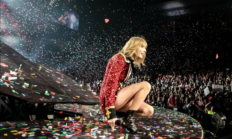 http://www.taylorpictures.net/albums/concerts/2013/redtour/promotionals/010.jpg