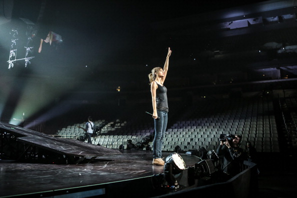 http://www.taylorpictures.net/albums/concerts/2013/redtour/rehearsals/001.jpg