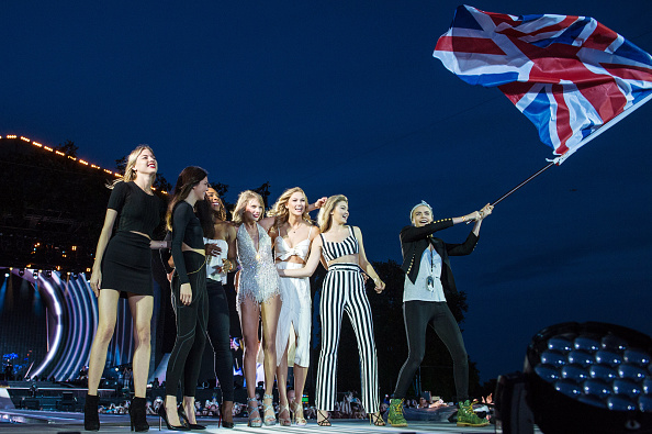 Squad of Taylor Swift made an appearance at the London tour.