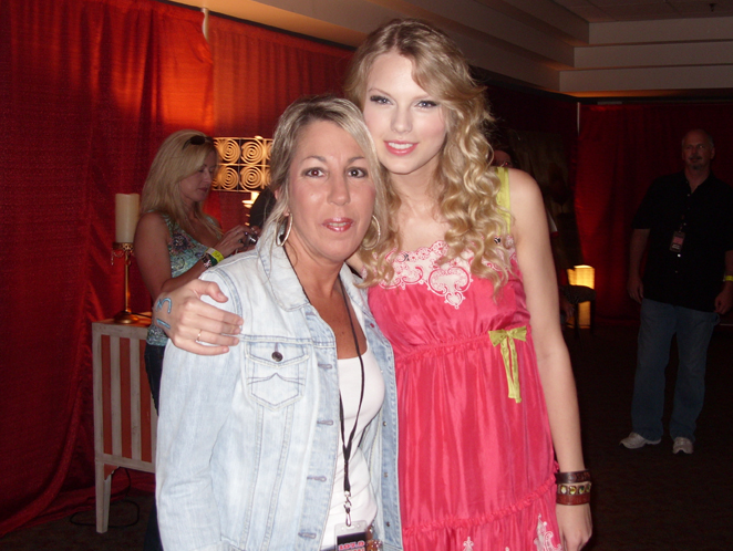 http://www.taylorpictures.net/albums/concerts/fearless%20tour/Jonesboro%20%20AR/taylorweb04.png