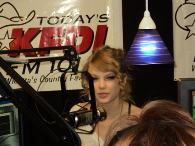 http://www.taylorpictures.net/albums/other/Radio%20Stations/2010/KFDI%20FM/normal_015.jpg