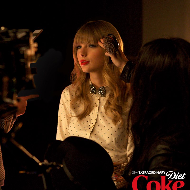 http://www.taylorpictures.net/albums/other/behindthescenes/2013/dietcoke/001.jpg