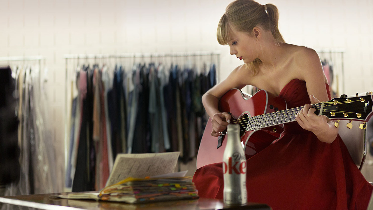 http://www.taylorpictures.net/albums/other/behindthescenes/2013/dietcoke/005.jpg