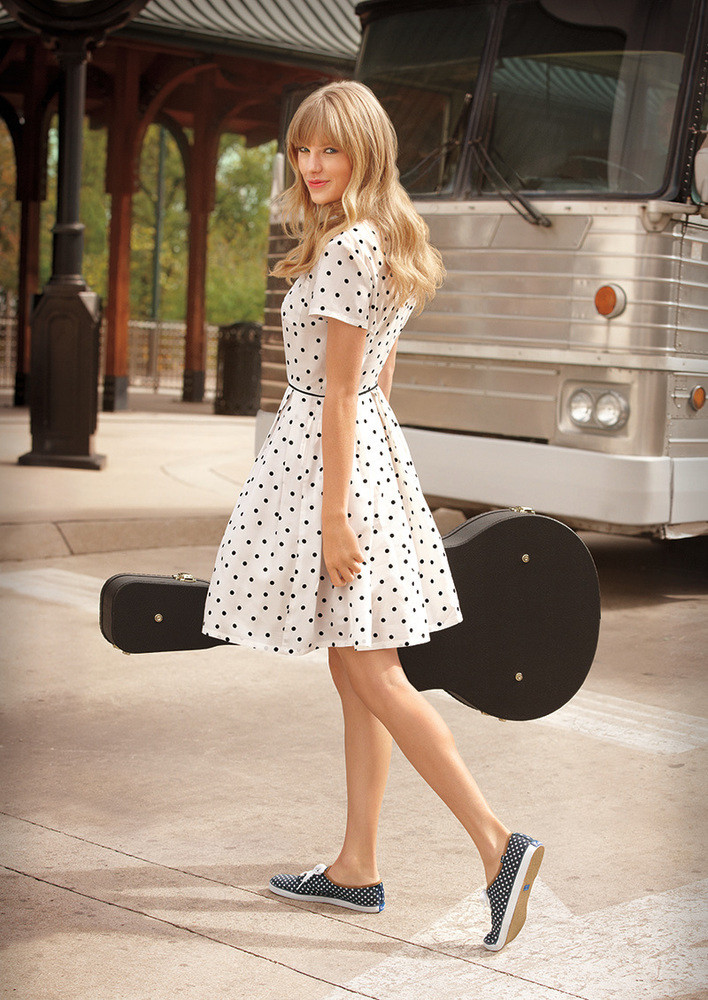 http://www.taylorpictures.net/albums/photoshoots/2012/keds/004.jpg