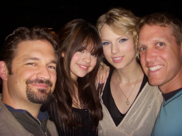 http://www.taylorpictures.net/albums/userpics/10001/taylorweb01~64.jpg