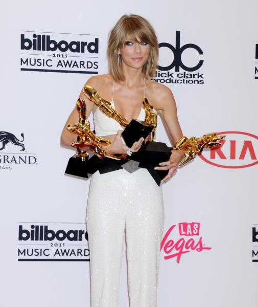 Taylor Swift won 8 awards at Billboard Music Awards 2015.